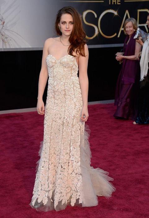 kristen_stewart_scruffy_oscars_2013_red_carpet_18ilgr0-18ilgt2
